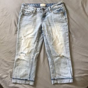 Aero distressed summer capris